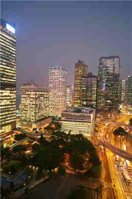 香港的繁华夜景-励志大学