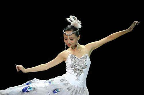 邰丽华-中国残疾人艺术团的团员-千手观音邰丽华-励志人物邰丽华