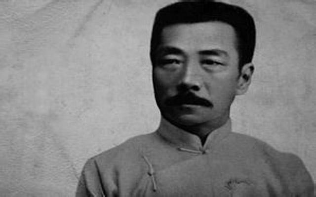 鲁迅写作照_励志大学