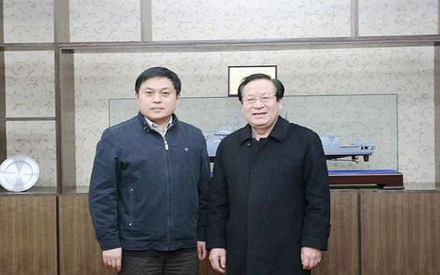 顾秉林与他人合照_励志大学