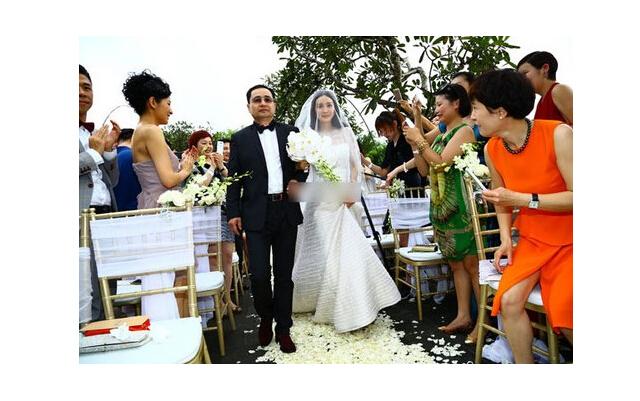 杨幂和刘恺威结婚的照片_励志大学