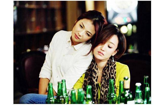 刘涛在下一站婚姻中和姐妹喝酒剧照_励志大学