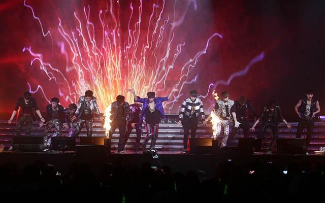 EXO演唱会照_励志大学