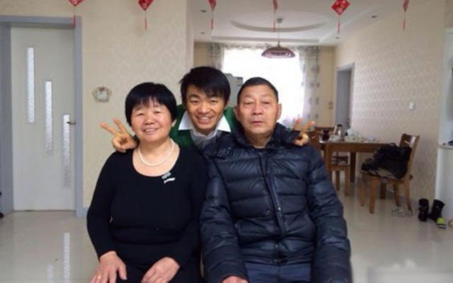 王宝强与家人_励志大学