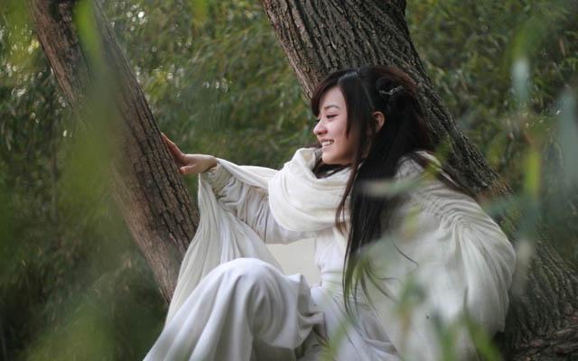 陈意涵树上照_励志大学